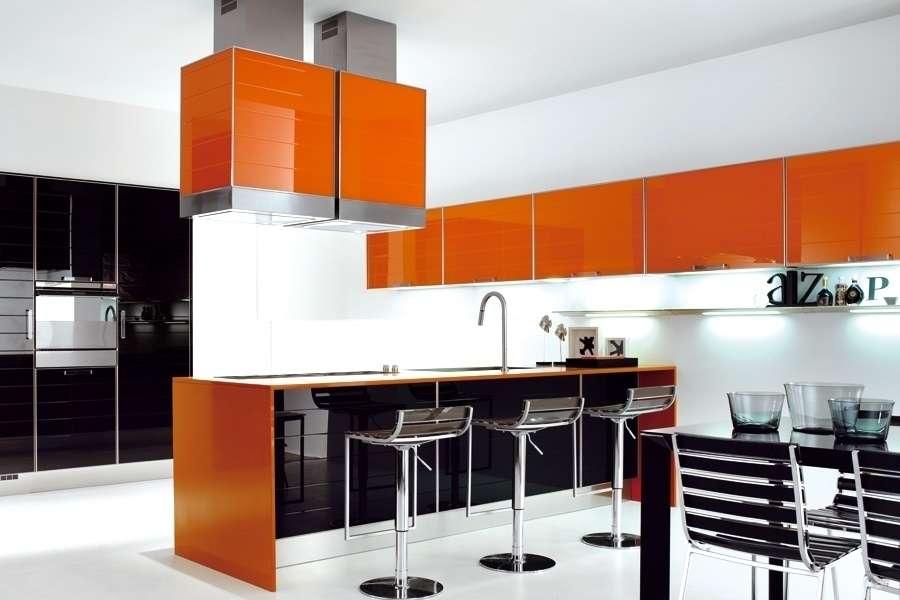 Помаранчеві кухні: особливості колірних комбінацій для енергійних інтерєрів
