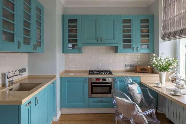 Біло-блакитна кухня: як гармонізувати інтерєр і 85 безпрограшних варіантів оформлення