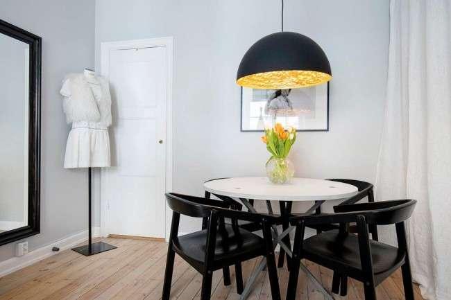 Білі двері в інтерєрі: 30+ кращих дизайнерських ідей і рішень