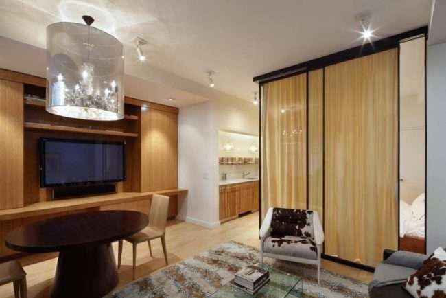 Дизайн спальні-вітальні площею 18 кв. м: продумані ідеї для комфорту та економії простору