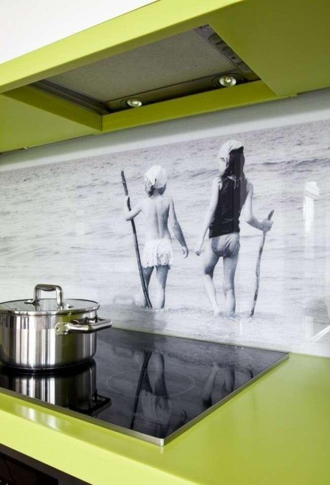 45 Ідей фартуха для кухні зі скла: нове слово в обробці кухонних поверхонь (фото)