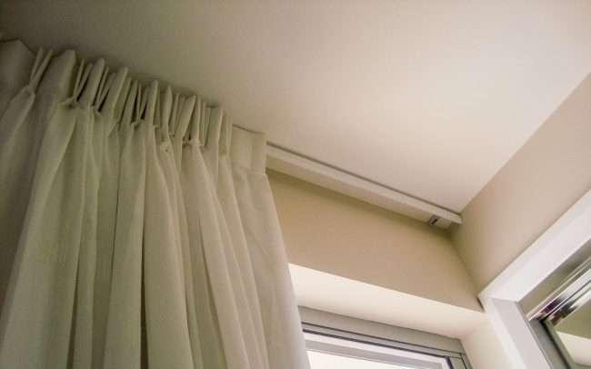Вибираємо карнизи для штор: 80+ ефектних і елегантних втілень в інтерєрі
