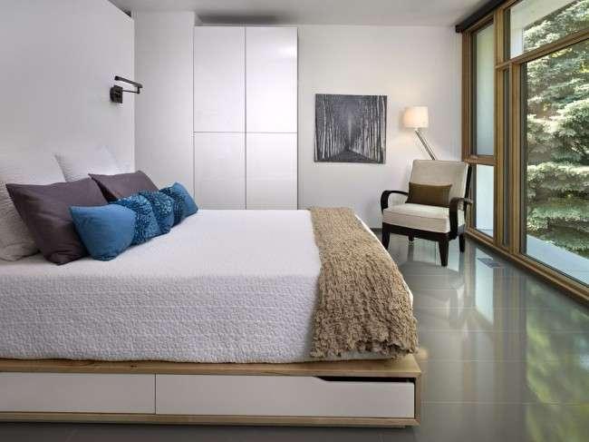 Ліжко-подіум в інтерєрі: особливості розміщення і огляд найбільш трендових рішень