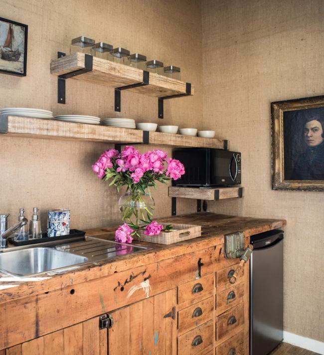 Кухня без верхніх шаф: 75+ функціональних інтерєрів для тих, хто втомився від кухонного класики