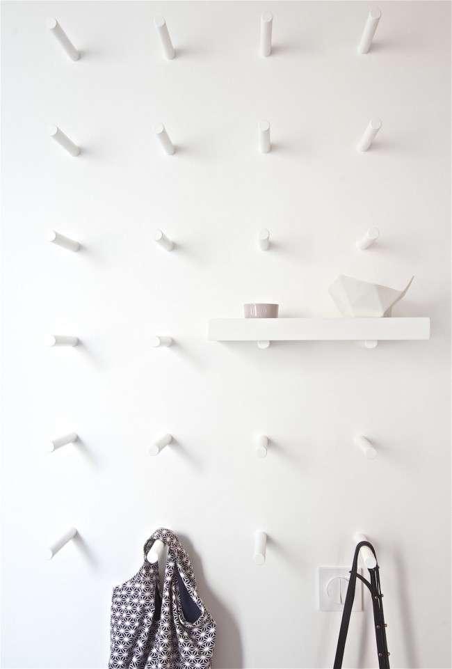 Настінна вішалка для одягу в передпокій: матеріали, конструкції, дизайн