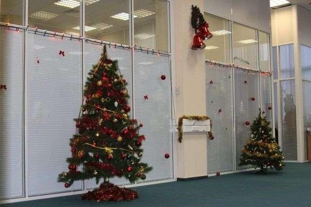 Як прикрасити офіс до Нового року: 80 простих і елегантних варіантів