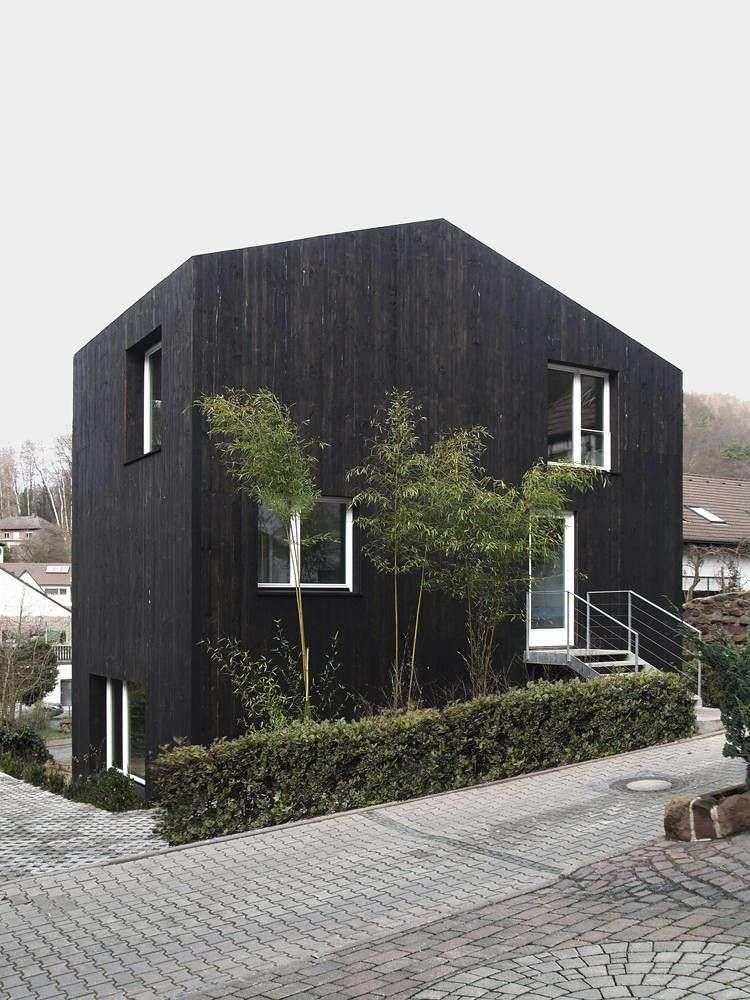 Вікна в деревяних будинках (43 фото): особливості вибору та встановлення