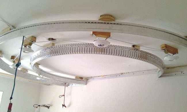 Ширяючий натяжна стеля: особливості конструкцій і 80+ ультрасучасних реалізацій для вашого будинку