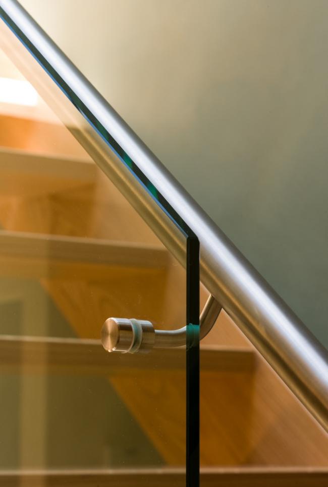 Перила з нержавіючої сталі: 80+ універсальних варіантів для сучасних інтерєрів
