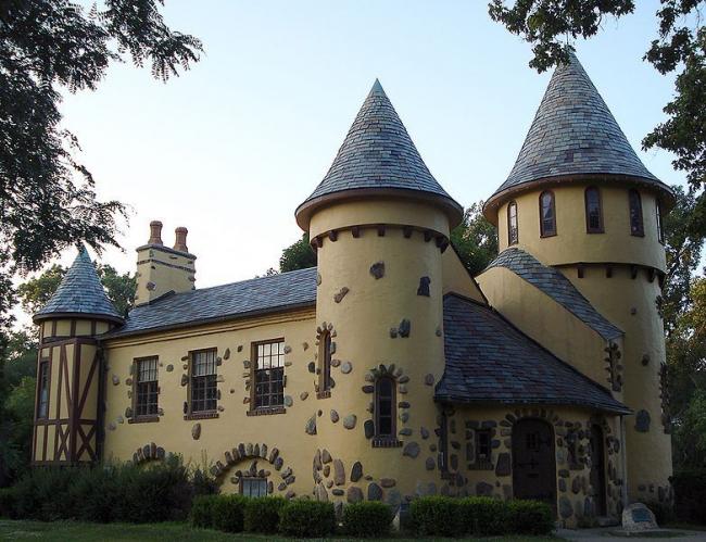 Королівське рішення: проект будинку-вежі і 75 варіантів будівництва сучасного замку