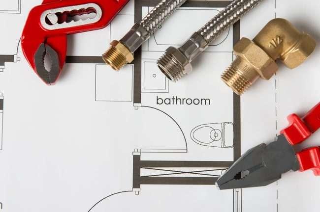 Як використовувати сантехнічні рольставні в туалеті: 45+ функціональних ідей