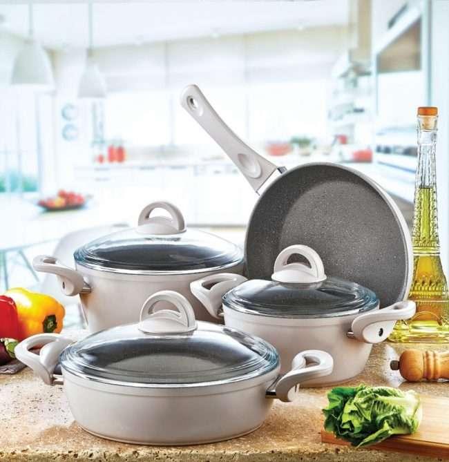Сковорода з мармуровим покриттям: огляд переваг та корисні поради по експлуатації