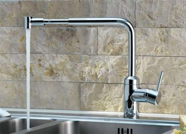 Змішувач з душем для ванної з довгим виливом: як встановити і огляд найбільш практичних варіантів