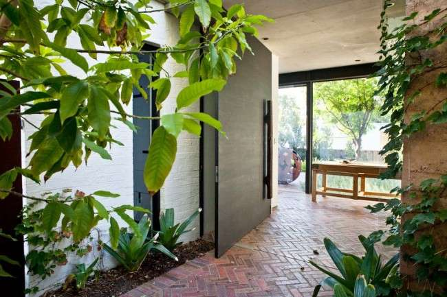 Найкращі вхідні двері в приватний будинок (50 фото): види і критерії відбору