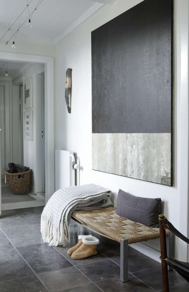 Біла вітальня: 80 мінімалістичних рішень, які перетворять вхідну зону