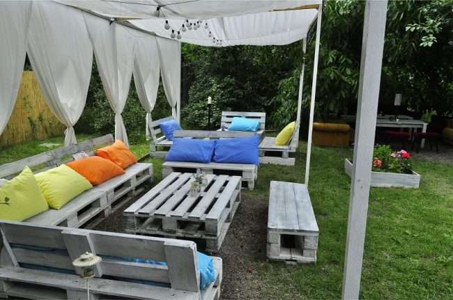 Альтанка з підручних матеріалів своїми руками: 75 надихаючих ідей для дачного відпочинку