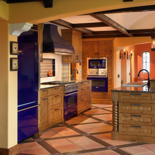Кольорові холодильники: яскраві акценти проти сірої буденності на кухні