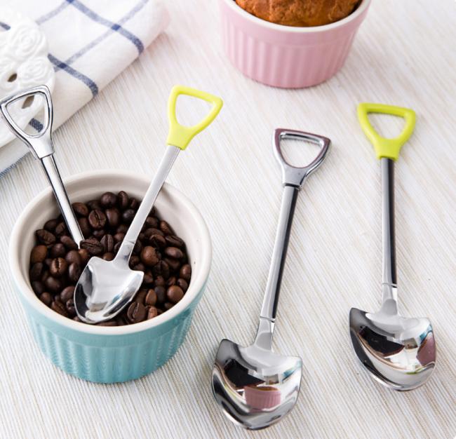 Десертна ложка: смачні варіанти сервірування та декору на всі випадки життя