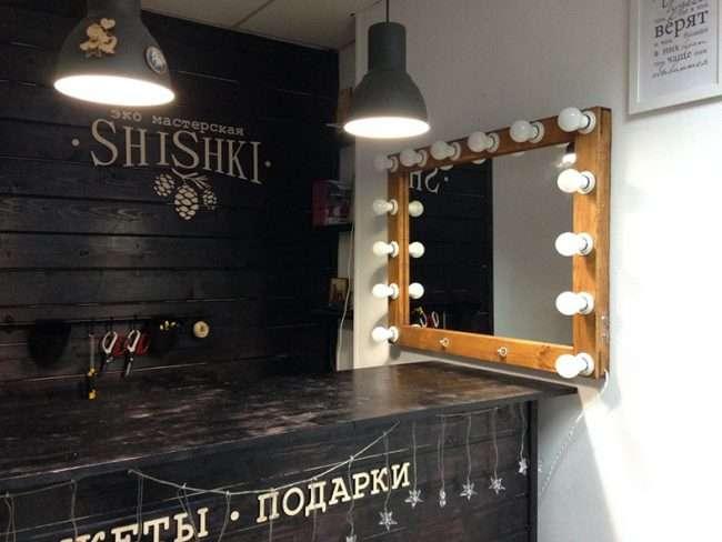 Гримерное дзеркало з лампочками: 75 елегантних ідей для гардеробної, спальні та ванної