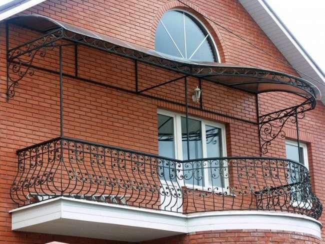 Ковані балкони: французький колоніальний шик і 75 його елегантних втілень
