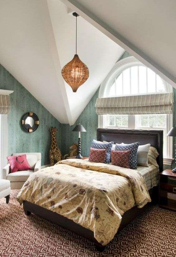 Чи варто ставити ліжко узголівям до вікна? Плюси, мінуси і 80 комфортних реалізацій