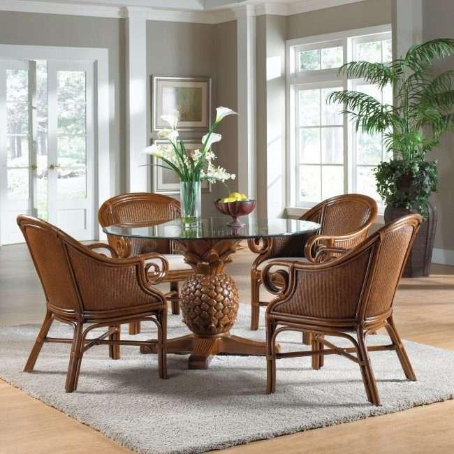 стол круглый деревянный на одной ножке: ножка круглого стола дает простор для фантазии: декор стола в виде ножки-ананаса в молочно-шоколадном оттенке