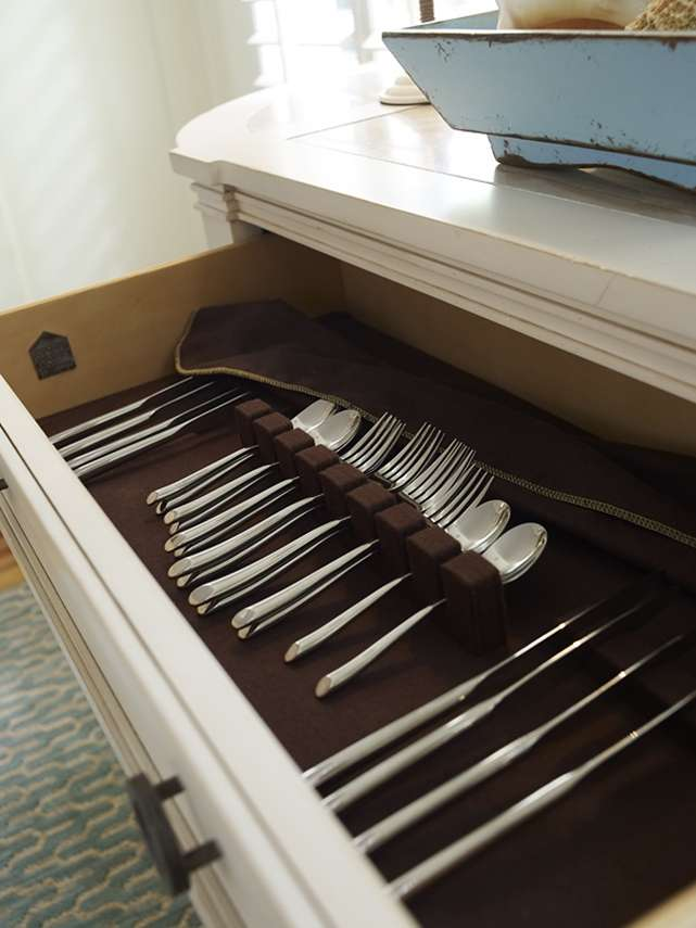 Лоток для столових приладів в ящик: вибираємо ідеальний органайзер на кухню