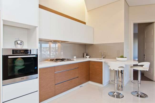 Маленька кухня: тонкощі оформлення та 80+ максимально функціональних інтерєрів