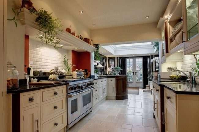 Перенесення кухні в коридор: огляд дизайнерських варіантів перепланування будинку
