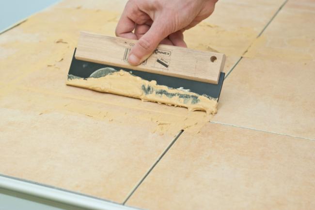 Плитка на підлогу для кухні: розбираємося в типах, матеріалах і укладанні