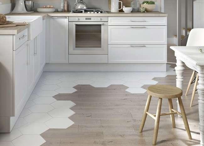 Плитка на кухні: 45 витончених і функціональних варіантів обробки підлоги