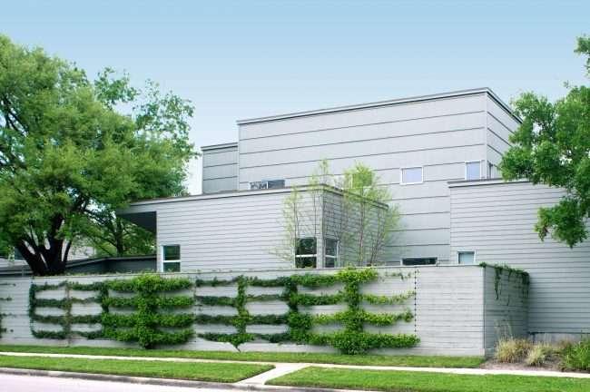 Для оформления экстерьеров нежилых объектов наибольшей популярностью пользуются навесные (кассетные) фасады. Но бывают и исключительно удачные дизайн-проекты жилых домов с таким решением в облицовке и утепленииДля оформления экстерьеров нежилых объектов наибольшей популярностью пользуются навесные (кассетные) фасады. Но бывают и исключительно удачные дизайн-проекты жилых домов с таким решением в облицовке и утеплении
