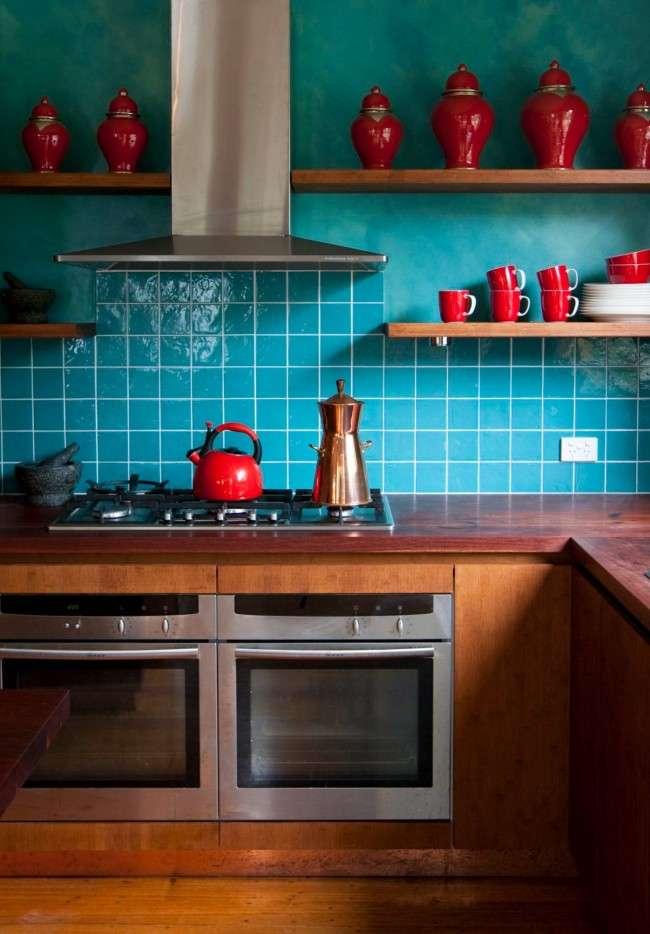 З яким кольором поєднується червоний: 75 приголомшливих ідей і надихаючих колірних схем (фото)