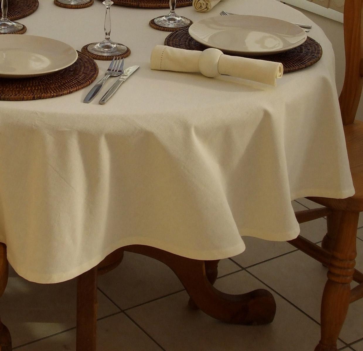 Скатертину на круглий стіл: вибрані ідеї для інтерєру, стилі та особливості матеріалів