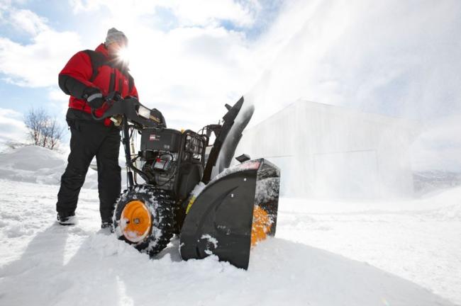 Бензинові самохідні снігоприбирачі: рейтинг і порівняння популярних моделей