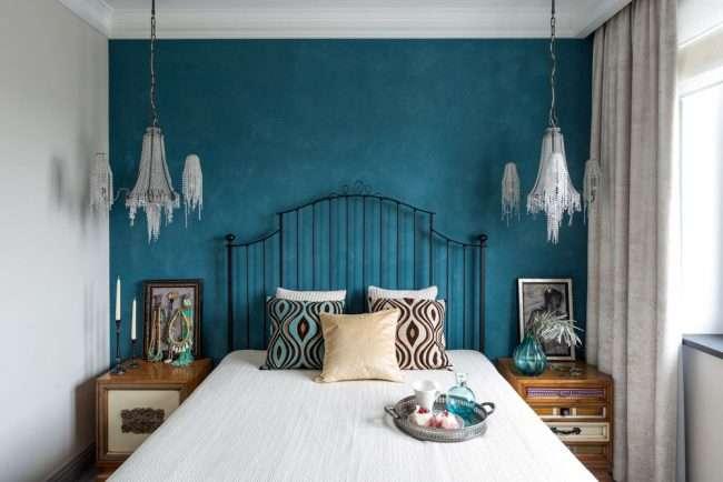 Спальня в синьому кольорі: як створити затишний і теплий інтерєр в холодній гаммі