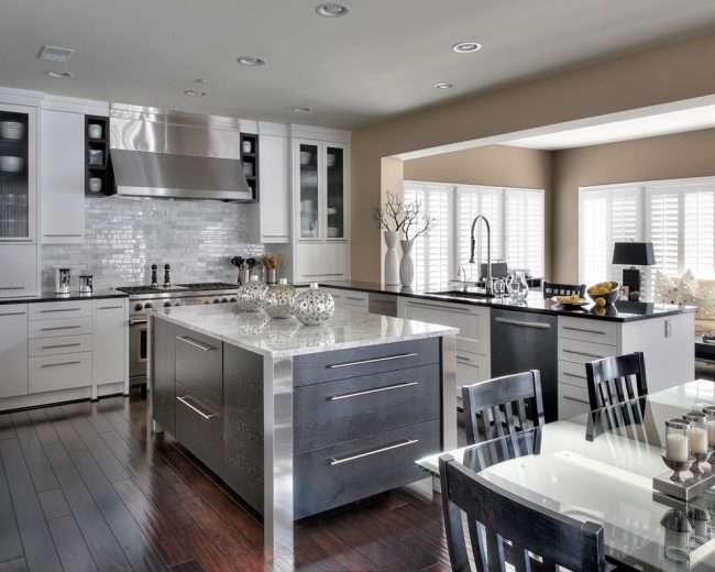 Скляний розсувний стіл для кухні: вибираємо оптимальний варіант для інтерєру