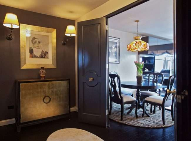 Темні двері в інтерєрі: 80 розкішних реалізацій в кольорі венге, ормозия і горіх