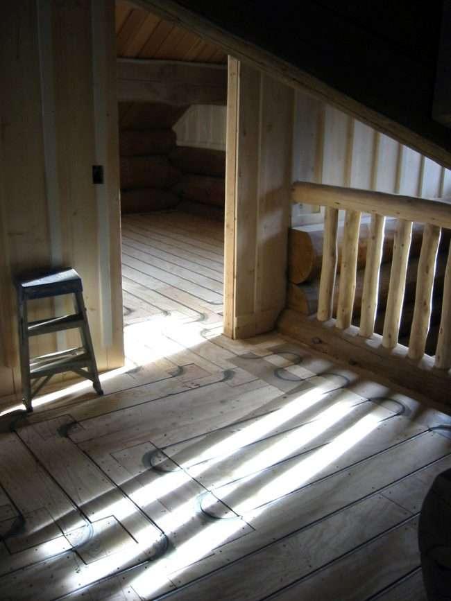 Позасезонний затишок для всієї родини: як зробити теплу підлогу в деревяному будинку