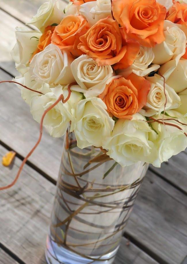 Ідеальна ваза для троянд: як вибрати потрібну і секрети продовження життя квітів