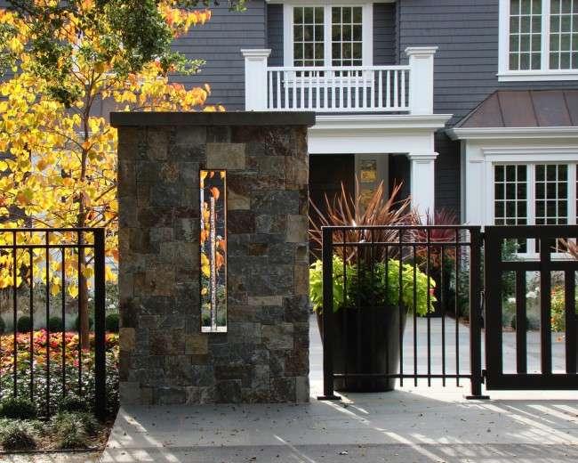 Паркани для приватного будинку: хитрощі вибору стильного і функціонального огорожі